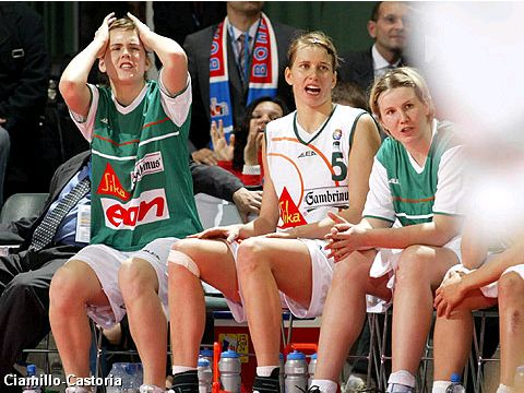 The bench of Gambrinus JME Brno during the last seconds of the EuroLeague Women Final